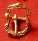 Zdobená portugalská přezka - ovál - 20 mm - zlato
